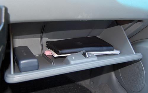 Glove compartment in Chevrolet Optra, sans divider