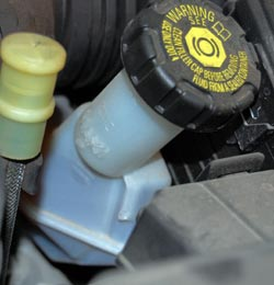 Renault Clio 2007 Brake fluid reservoir