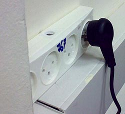 Mains socket strip and plug