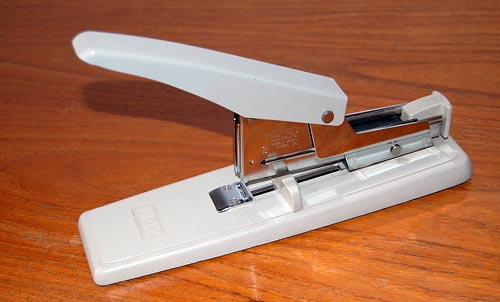 Heavy duty stapler model Max HD-3D