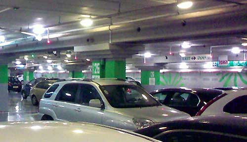 Ramat Aviv mall parking space